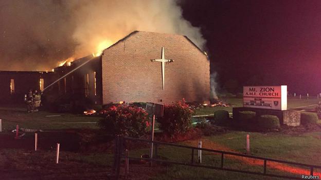 Iglesia en llamas