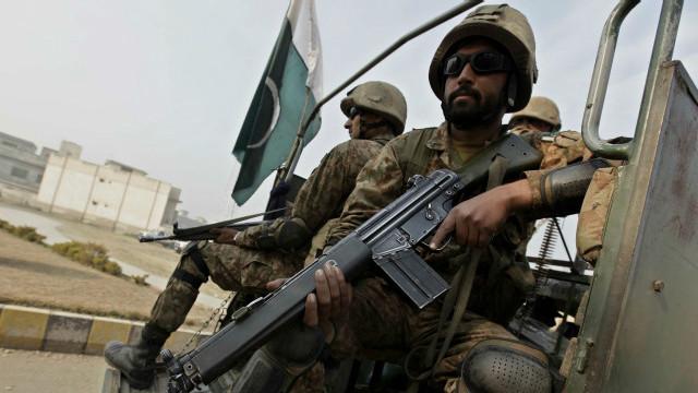 کراچۍ کې پر پاکستاني پوځیانو برید کې یو کس وژل شوی