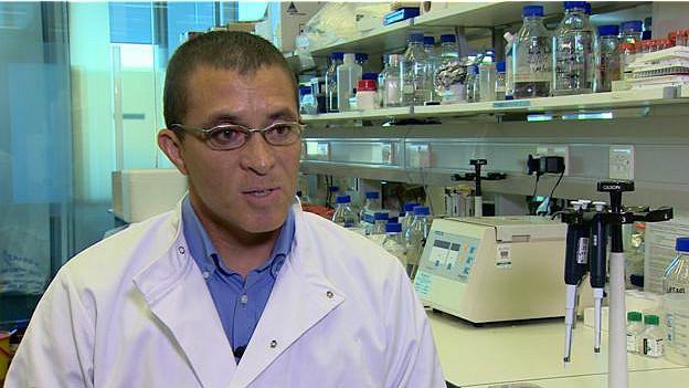 El doctor Tilo Kunath, investigador sobre el Parkinson en la facultad de biología de la Universidad de Edimburgo