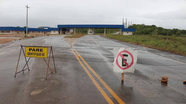 Extremo brasileño del puente sobre el río Oyapoque que conecta a Brasil con la Guyana Francesa..