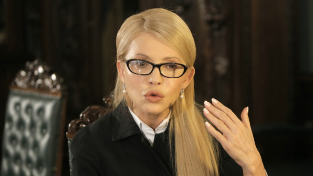 Тимошенко обвиняет окружение президента в