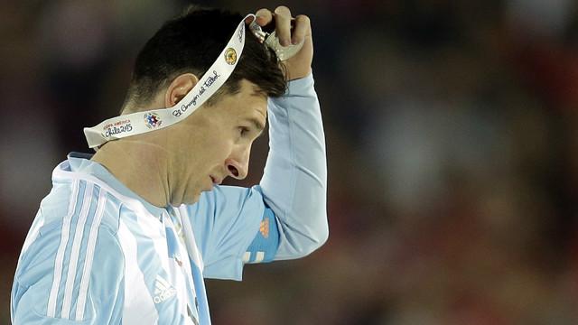 مارادونا يناشد ميسي اعادة النظر في قراره اعتزال اللعب الدولي