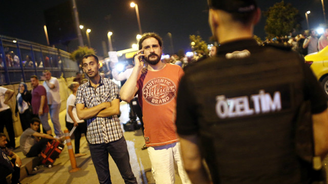 """""""عشرات"""" القتلى في هجوم انتحاري بمطار اتاتورك في اسطنبول"""