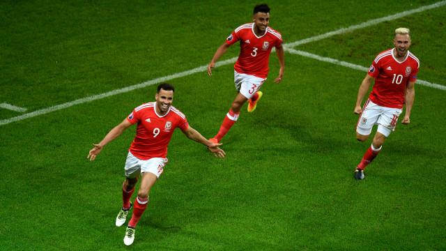 Wales vào bán kết Euro 2016