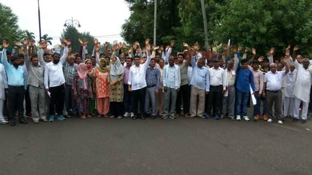 هند: پر یوې نجلۍ د مشکوکو کسانو له دویم جنسي تېري وروسته احتجاج
