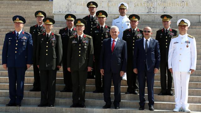 تركيا: ترقية 99 عقيدا الى رتبة جنرال