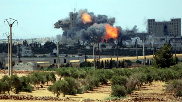 """الامريكيون يحققون في """"احتمال"""" سقوط مدنيين في غارات على منبج في سوريا"""