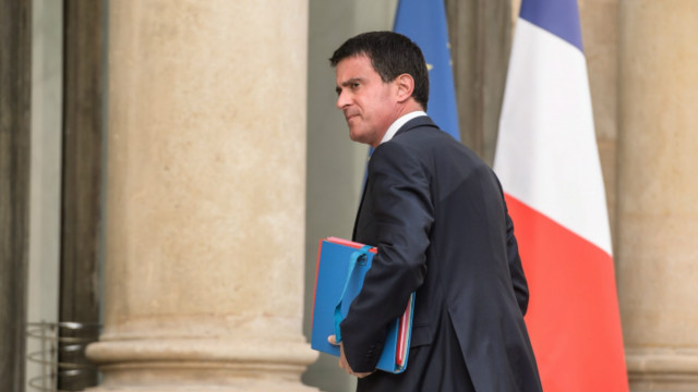"""فرنسا: """"منفتحة"""" على حظر مؤقت لتمويل المساجد فيها"""