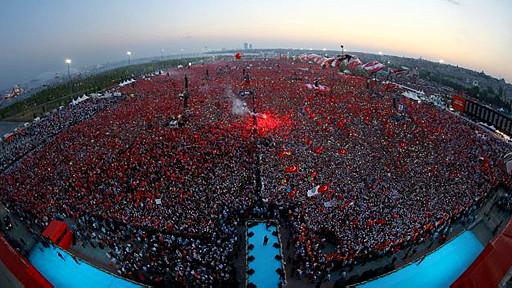 استانبول کې د ناکامې کودتا ضد لوی لاریون شوی