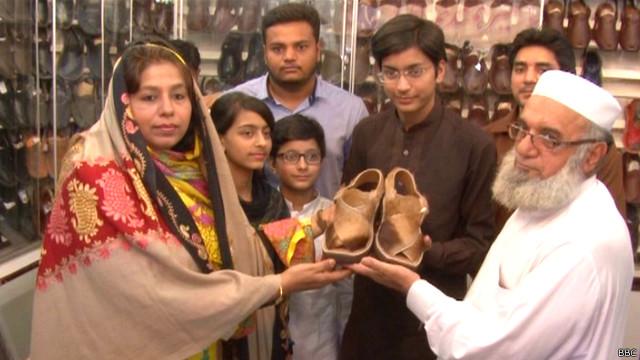 160828100708_peshawari-chappals_2_640x360_bbc