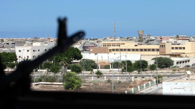 """القوات الموالية لحكومة الوفاق الليبية تقتحم آخر معاقل """"داعش"""" في سرت"""