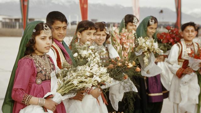 د افغانستان جګړې اور ته لمن وهل!