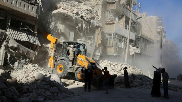 """Hoa Kỳ cáo buộc Nga """"dã man"""" ở Syria"""