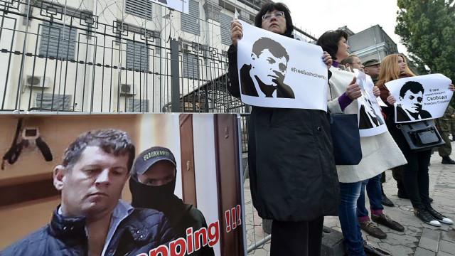 Под посольством РФ проходит акция в поддержку Романа Сущенко