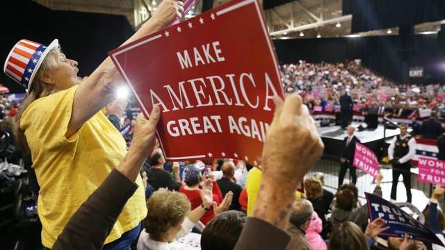Выборы в США: Трамп отстает от Клинтон, но не сдается