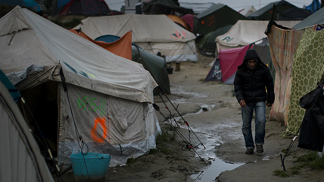 Во Франции начали выселять лагерь