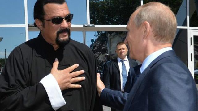 Путин дал российское гражданство актеру Стивену Сигалу