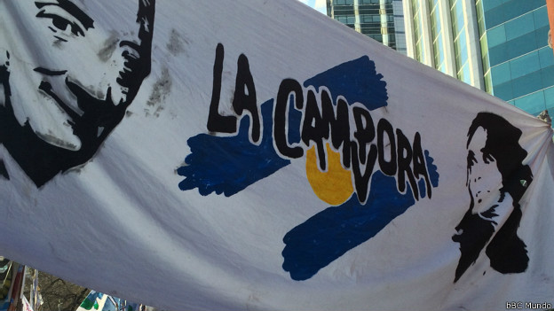 Pancarta a favor de Néstor Kircher y Cristina Fernández