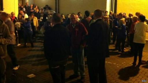 Fuera de la sala de conteo de votos de Dundee